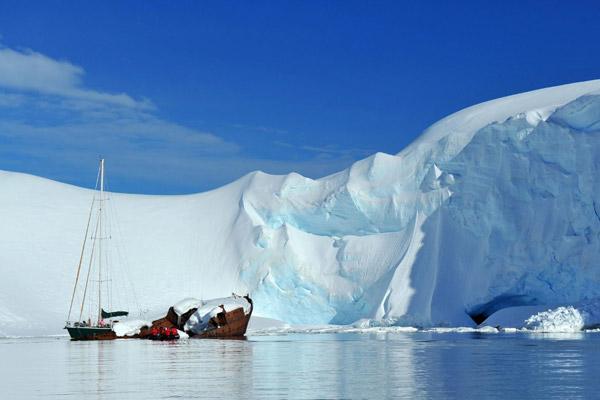 南极冰川最厚的地方厚度超4000米(12个埃菲尔铁塔的高度)