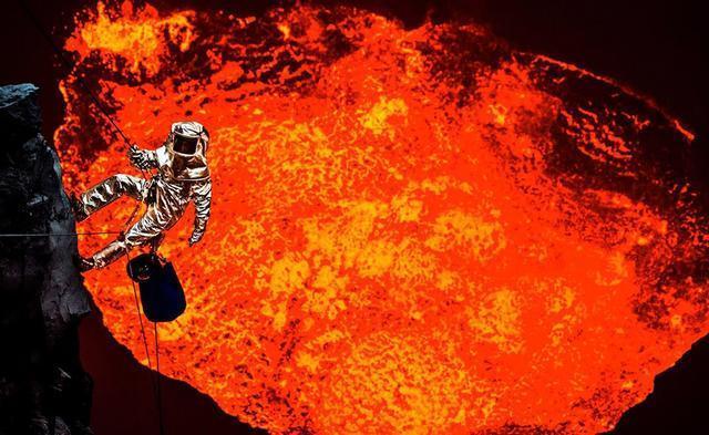 人掉进火山的岩浆中为什么会浮着?