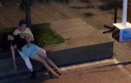 青岛女子醉酒遭性侵 疑被路人当街轮流猥亵图片视频曝光