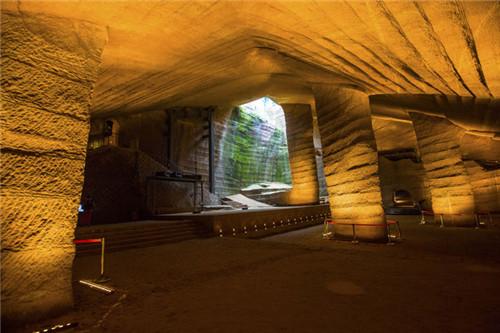 龙游石窟之谜:1992年龙游石窟发现大量超现代科技的设备