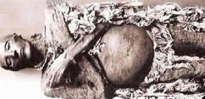 冰冻600年古尸产下活婴 因胎儿生机没有被破坏