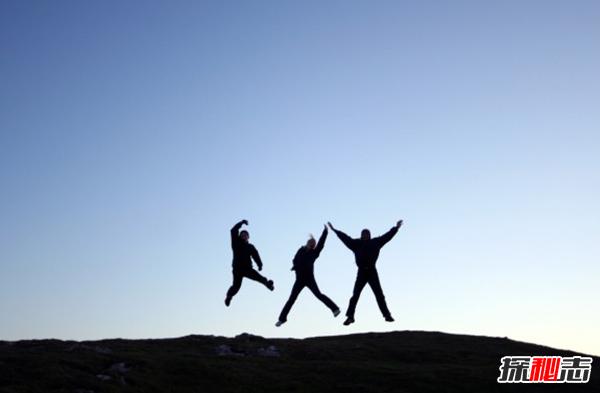 跳跃能力最强的10种动物 袋鼠排第五,第一实至名归