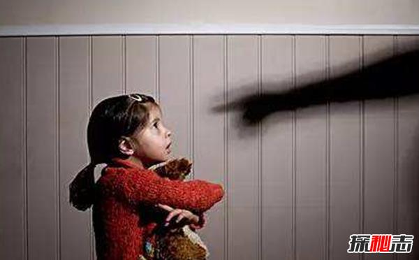 虐待儿童新闻图片