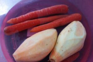 莲藕能和胡萝卜一起吃吗?可以一起吃(同食有滋阴润燥的功效)
