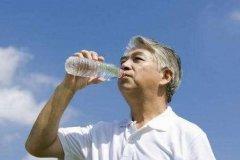 八杯水正确喝水时间表 掌握正确喝水时间可以排毒养颜