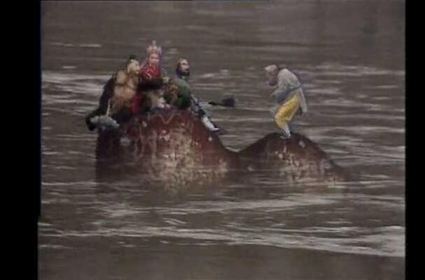唐僧是如何渡过流沙河的 胸前七个骷髅头(水面浮着不沉)