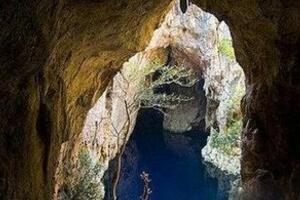 非洲西诺亚洞魔潭之谜,洞内神秘能量把人吸入潭里/未解