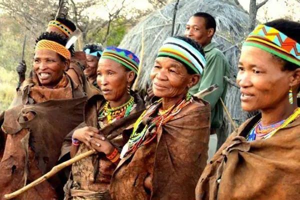布须曼人是什么人种?长相类似黄种人(但全身皮肤黝黑)