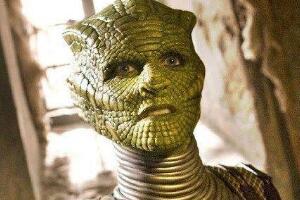 蜥蜴人和灰人的关系:敌对关系,背后都控制着人类