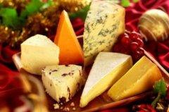 奶酪为什么那么贵 因为投入和产出不对等(制作过程繁琐)
