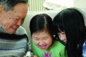 翁帆为杨振宁产下一子是假的,杨振宁曾明确表示不要孩子