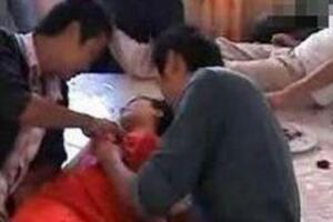 山洞泰安伴娘事件视频,16岁伴娘遭十名猛汉扒光衣服猥亵
