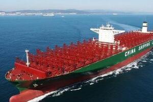 世界最大集装箱货轮,中国制造的中海环球号(4个足球场大)
