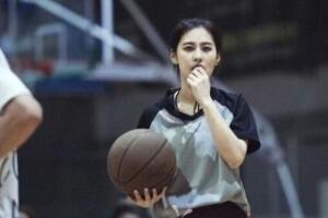 中国篮球最美女裁判亓浩,95后极品美女/亓浩私房照曝光