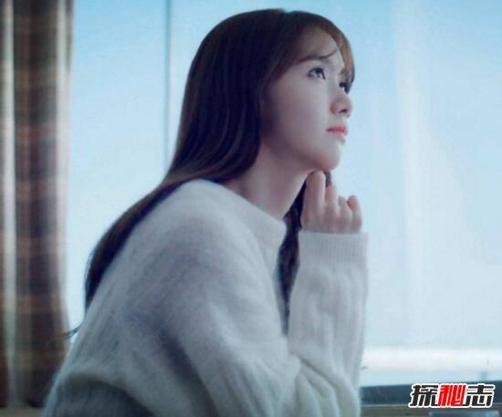 1、韩国第一美女Yurisa  说起韩国第一美女,就想到那些年和一起追过的韩剧《蓝色生死恋》里的女主宋乔慧大美女。但是我们今天要说的韩国第一美女Yurisa可不是演员出生的哦,Yurisa是一位95后模特,因长相过于甜美而迅速在网络走红。小编相信大部分人是见过她的,虽然并不知道她叫什么名字。而韩国美女裴达美和她比起来都不算美女了。  小编周围很多男性朋友的手机壁纸都是这位萌妹纸,估计妹纸是大部分男人心中幻想的女朋友吧。连国民老公王思聪都关注的妹纸,能狗被网友追捧成韩国第一美女也不奇怪了吧。韩国第一美女Yu