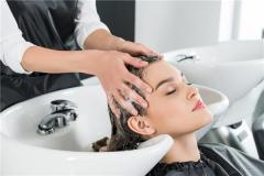 晚上洗头发的危害有哪些 晚上洗头会大量掉发吗
