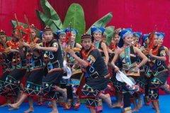 布朗族的风俗和文化 布朗族情侣婚典要举行三次(独特文化)