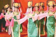 满族的风俗和文化 在中国文字史有重要地位(有大量满文古籍)