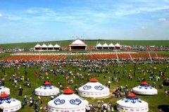 蒙古族的传统节日 节日必备赛马摔跤射箭歌舞(那达慕大会)