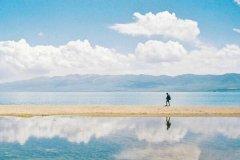 中国最大的咸水湖 青海省青海湖是最大咸水湖(七八月份最美)