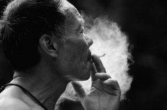 电子烟和香烟哪个危害大 都对身体产生巨大危害(尽早戒烟)