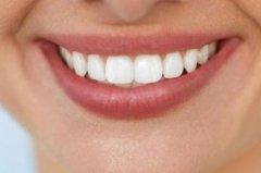牙齿参差不齐的人:性格急躁情绪不定任性敏感不易相处