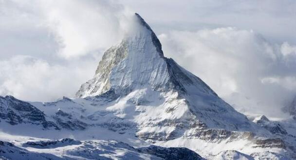 世界上最高的山峰:珠穆朗玛峰8844.43米,(等于28个埃菲尔铁塔)