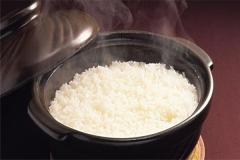 米饭放一晚发粘有拉丝能吃吗 如何避免米饭发粘拉丝
