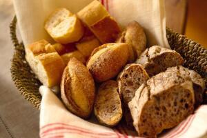 全麦面包可以当主食吗,可以(营养价值高/欧美常见)