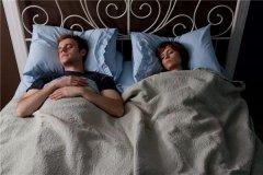 睡一张床男的会忍不住吗 男生很容易就有反应吗