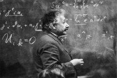 爱因斯坦活了多少岁啊:爱因斯坦活了76岁(世纪伟人)