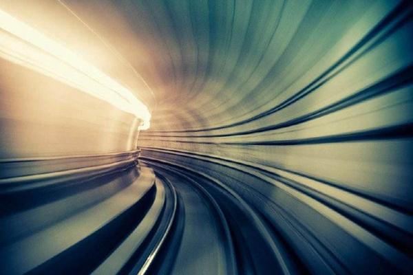 超光速为什么会死亡?人超光速会被打散成粒子(无法承受)