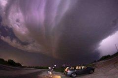 如末日般的超级雷暴,持续数小时可引发龙卷风(威力巨大)