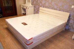 1.5米床两人睡挤吗,标准双人床/不挤(体型大会感觉挤)