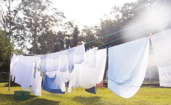 床单可以用洗衣机洗吗,可以(不要混着衣服洗)