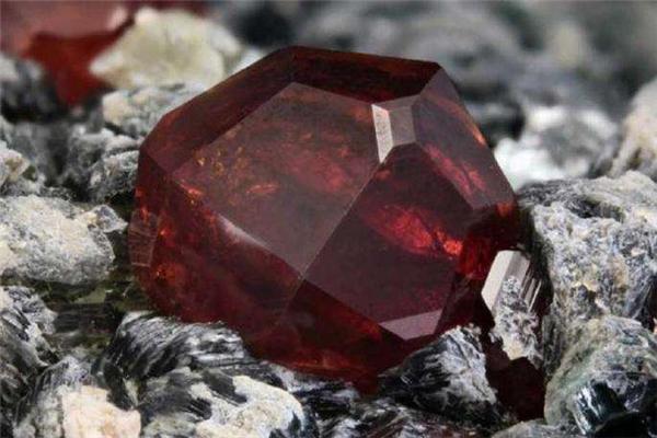 世界上最贵的宝石排行榜图片