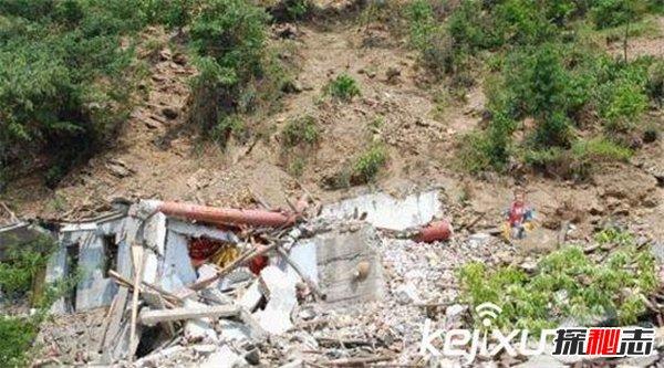 汶川地震中的灵异事件图片
