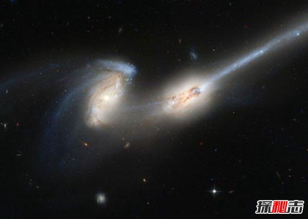 """老鼠星系:两只""""老鼠""""合体而成,距地3亿光年"""