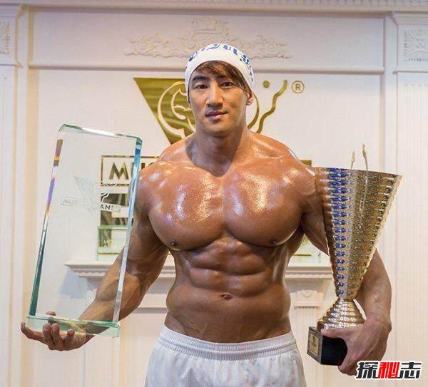 韩国十大型男_全球十大肌肉男巨兽,人间巨兽坐飞机都要特定款_探秘志