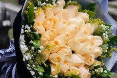 香槟玫瑰的花语是什么?爱上你是我今生最大的幸福