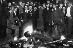 杰西·华盛顿私刑事件:万人活烤黑人(臭名昭著种族主义事件)