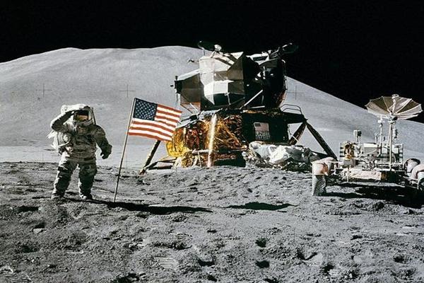 阿波罗11号拍到外星人图片
