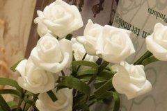 白玫瑰代表什么?表达纯洁浪漫的爱情(适合初恋)