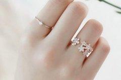 食指戴戒指是什么意思?意味着单身但想恋爱(与小指不同)