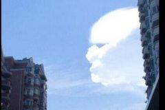 天空出现巨型人脸 个头巨大壮观惊人俯瞰大地(相当有趣)