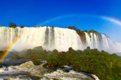 世界上最宽的瀑布:全宽达4公里(坐直升机才能看全景)
