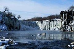 世界最大的玄武岩瀑布 吊水楼瀑布(雄伟壮观景色优美)