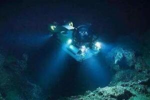 马里亚纳海沟通往地心,海底11034米/打通地心还差的远