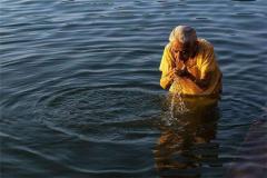 恒河水的源头来自雅鲁藏布 如断流近一半印度人用水困难
