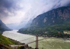 大渡河的(de)源頭在哪里 位于青海(hai)省果(guo)洛山腳下